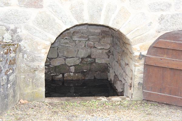 fontaine saint pierre à Saint-paul (Corrèze)